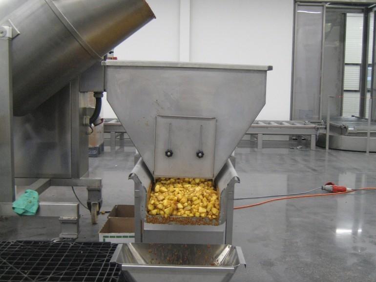 Transport system for apple pie filling